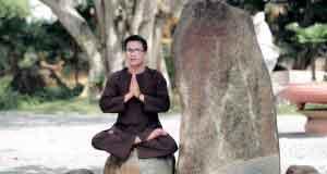 Chấp Tay Lạy Phật Dược Sư