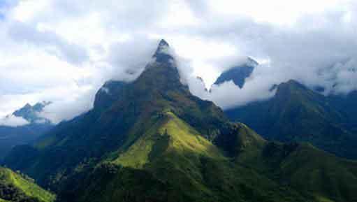 Đứng núi này trông núi nọ